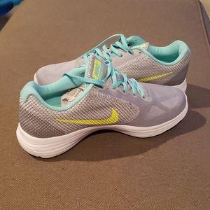 Nike Revolution 3 Women's Size 10